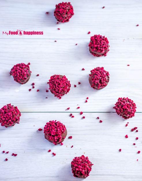 No-Bake-Raspberry-Chocolate-Truffles-3